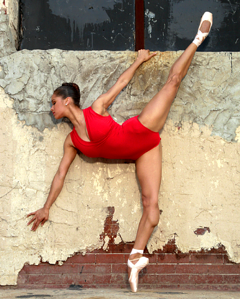 negrobrown :     Black ballerinas do exist. Dream BIG!