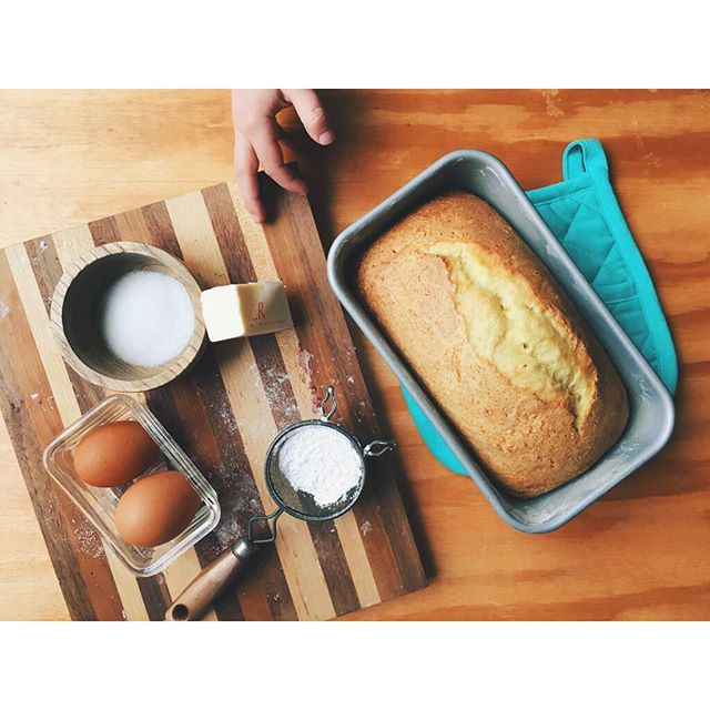 Pound cake dessert a la Owen. He may have gone overboard with the powder sugar after this pic.. 😂 . . . #365daysofmondays #chefowen #poundcake #baking #foodpics #yum #foodporn #vsco #thatsdarling
