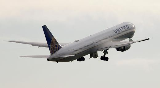 """United Forks Over $10,000 To Bumped Passenger"" - Published in: Carbonated.TV"