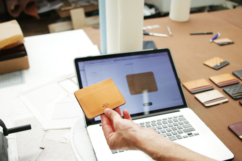Design Your own wallet - With the help of a successful kickstarter campaign, WOOLLYLAB allows customers to choose their wallet's color, layering, pattern, stitching, etc.