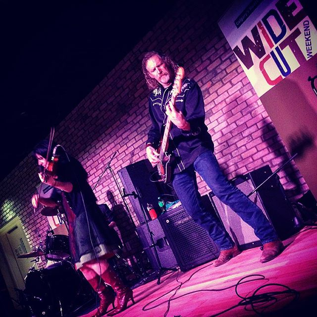 A fiddler's red boots & one chill ass bass guitar 🎸💃🏾 // with The Wandering V's at Wide Cut Country Weekend // #music #live #livemusic #weekend #calgary #eastvillage #countrymusic #country #songwriting #songwriter #ckua #saturdaynight #taylorguitars #pilot #aviation #explorealberta #canada #canadianmusic #writersofinstagram #iphonephoto #nmc #canadiancountry #showyourjazz #photography