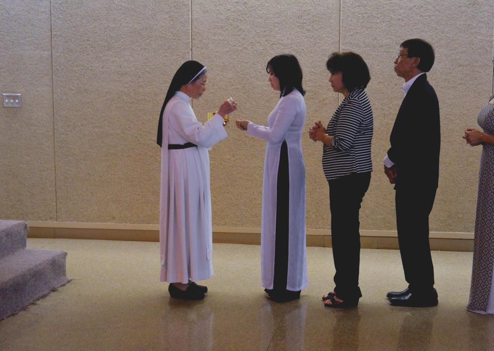Nun Eucharist.jpg