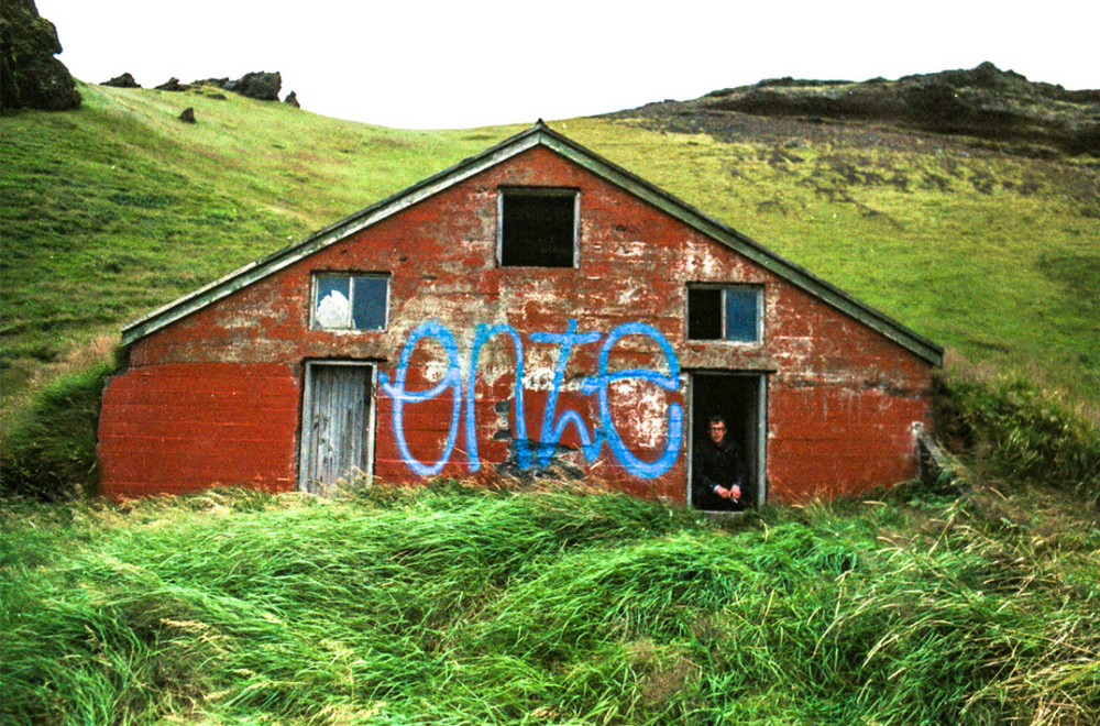 iceland-red-house-1024x676.jpg