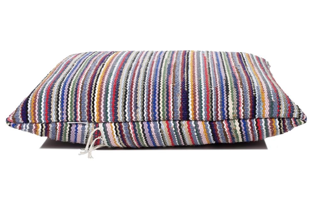 Contact Floor Pillows Lungi Bodenkissen Lungi Tyynyt Lungi