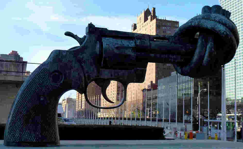 The sculpture Non-Violence by Carl Fredrik Reuterswärd, in front of UN headquarters at New York City; By ZhengZhou - Own work, CC BY-SA 3.0, https://commons.wikimedia.org/w/index.php?curid=38588191