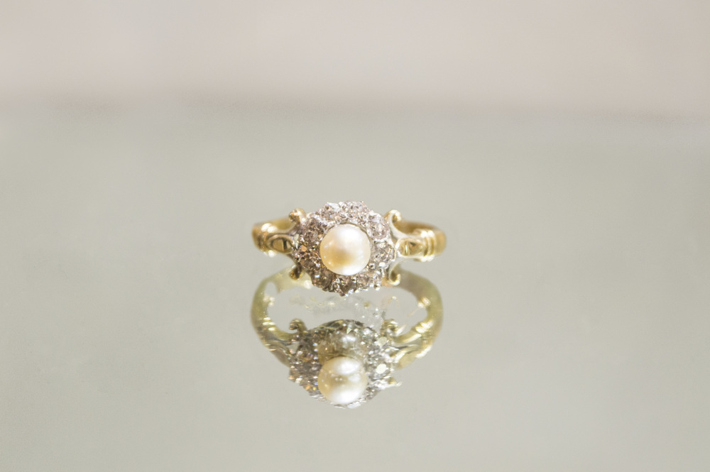 £750 - 18ct Diamons & Pearl Ring