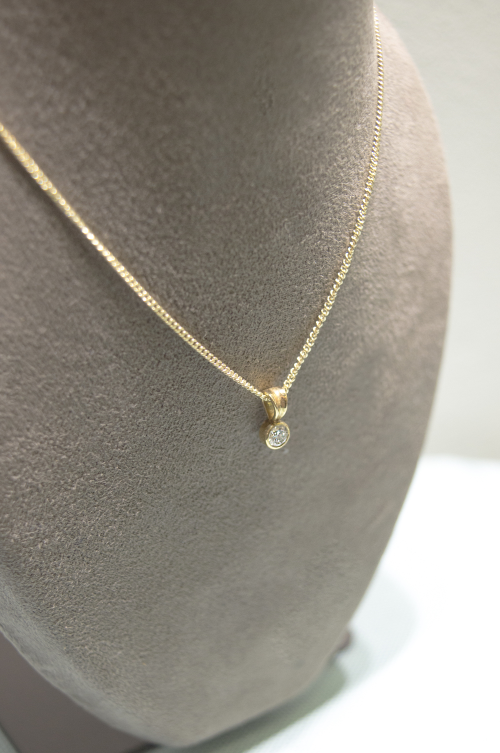 £350 - 20pt Diamond 9ct Gold Pendant