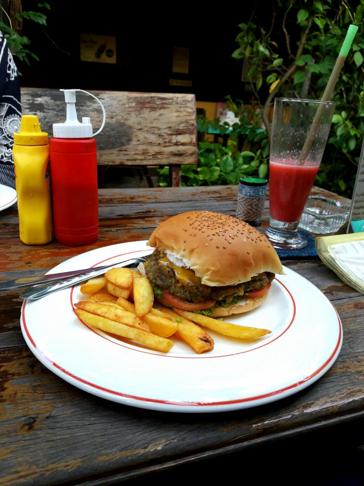 Vegetarian Burger at Outside Inn | Wanderlust Movement