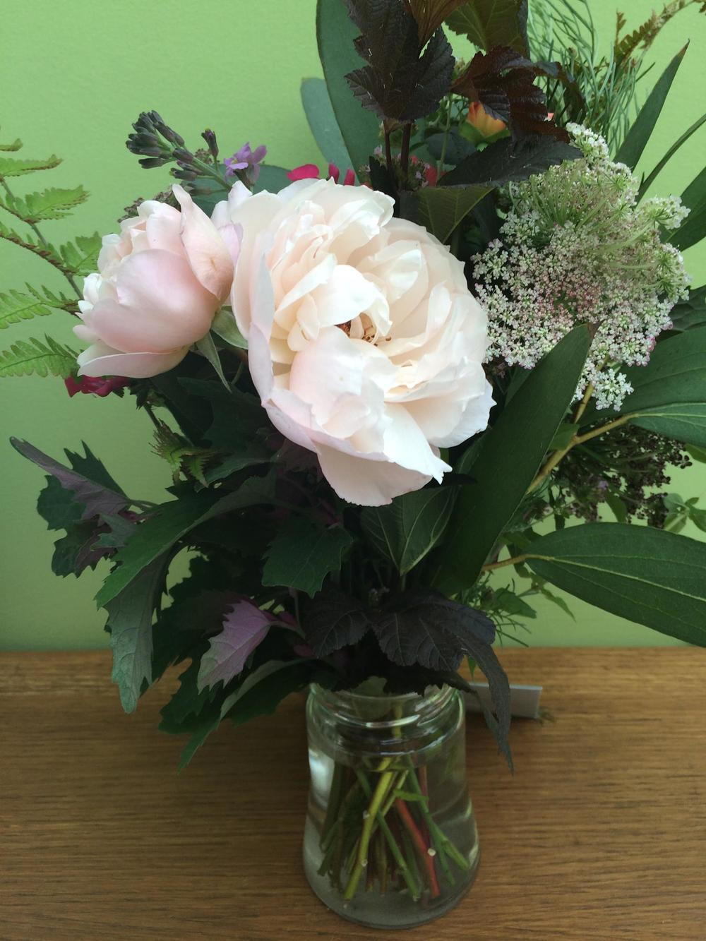Bouquet two: roses (I still need to dig out the name, sorry!) eucalyptus leaves, wild carrot and Physocarpus 'Diablo'.