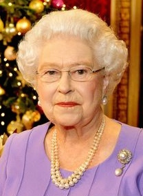 Queen-Elizabeth-II-poses-in-the-State-Dining-Room-of-Buckingham-Palace-after-recording-her-Christmas-Day-television