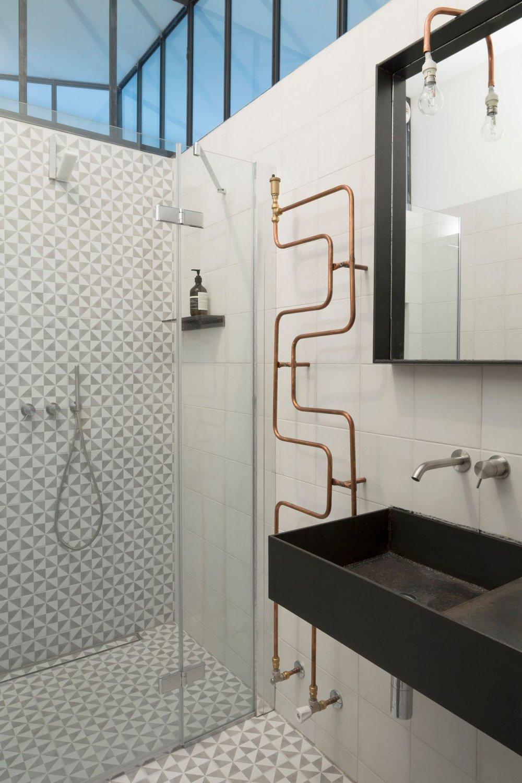 salle-de-bains-design-dans-l-ancien-atelier_5326577.jpg