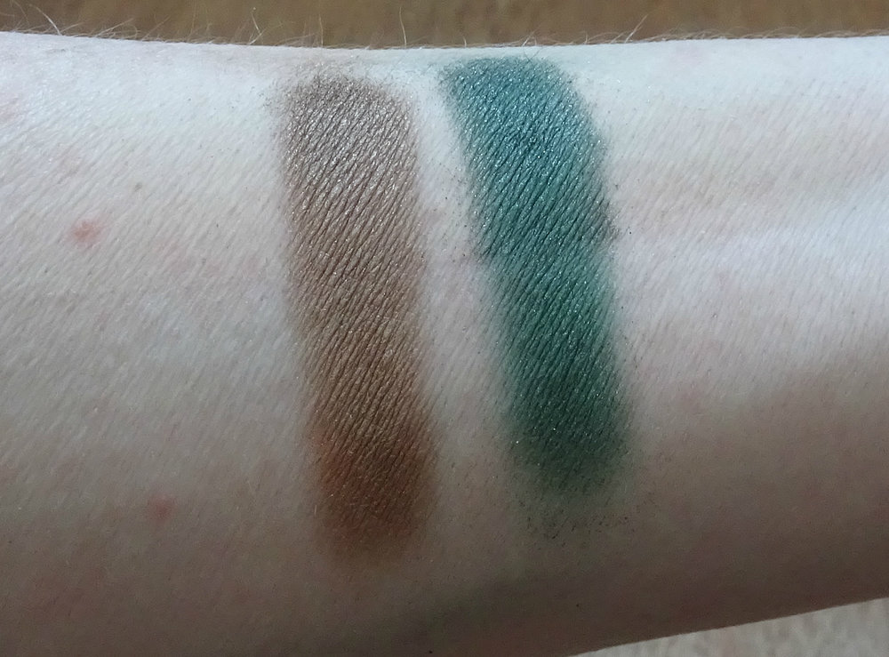 Victoria Beckham x Estee Lauder Eye Palette: Metal saffron and Burnished Sage