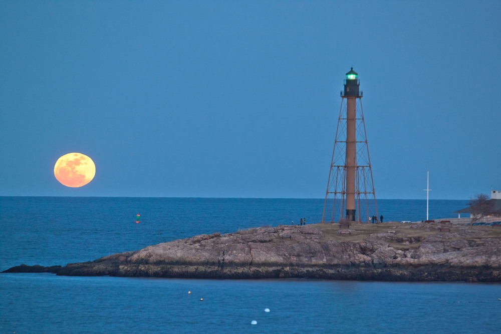 Super Moon (Lighthouse)