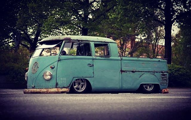 ❤️In love with this❤️ owner unknown!! Photo credit : JT media. #slammed #splitscreen #volkswagenbus #coolshit #oldschool #classicvw #volksappeal #lifestylebrand #rustinrepublic #badass #lowered #layingframe #seriouslycool