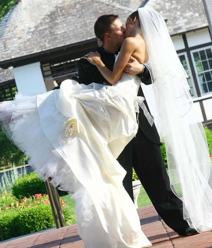Marissa Mackay found her Cymbeline wedding gown at Something Bleu in 2009 and married on July 11, 2010.