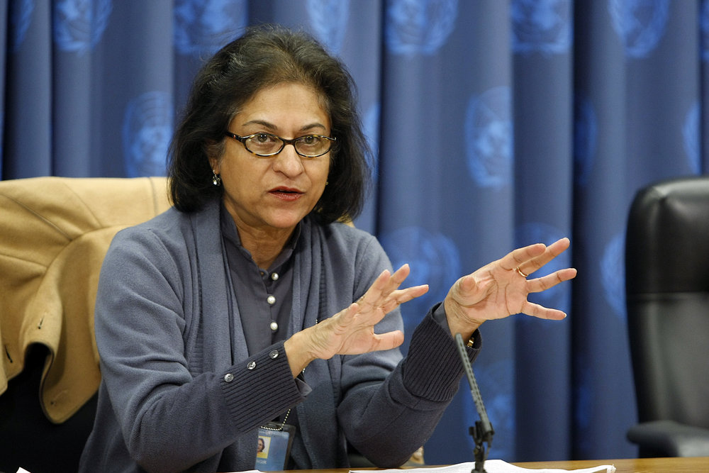Asma Jahangir speaking to journalists in 2009 while serving as UN Special Rapporteur on freedom of religion or belief. Photo: UN Photo/Paulo Filgueiras