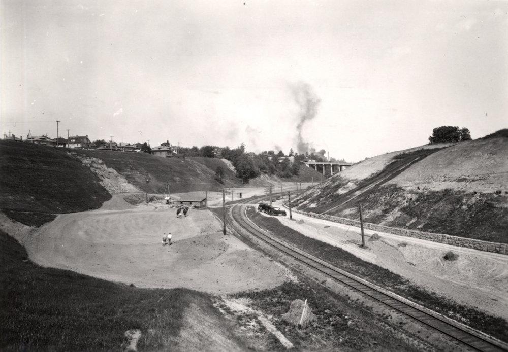 1932 Sullivan's Gulch golf course, under construction. City of Portland Archives a2009-009-1458