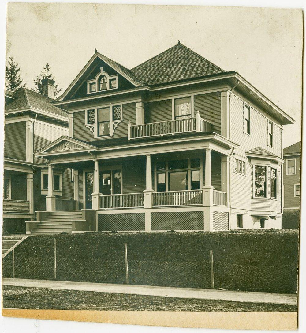 c. 1900 Joseph Hyams house on NE Wasco. OHS   bb015429