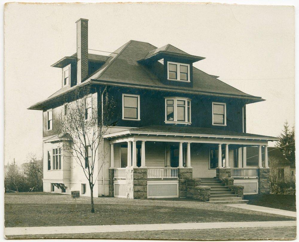 c. 1910 Fred Rosenkrantz House, NE 21st at Weidler. OHS   bb015430