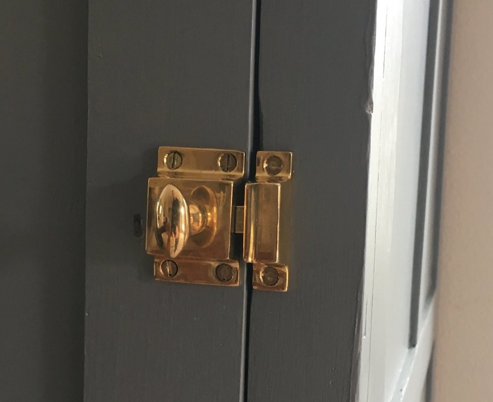 Traditional cupboard latch- unlaquered brass. Sourced from: Crown City Hardware