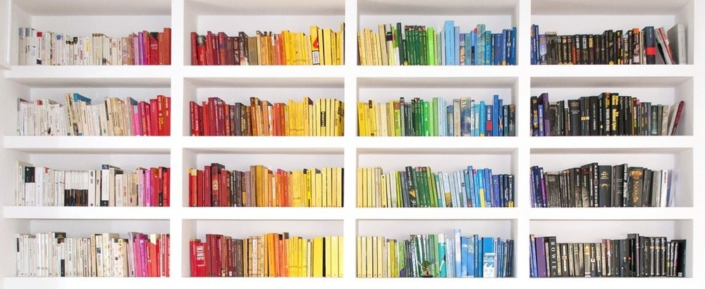 color-coded-bookshelves