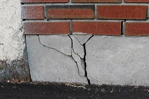 damage_by-_heaving_clay_soils600x400.jpg