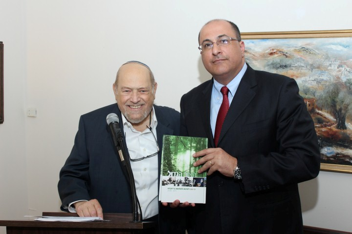 AFYBA President Arthur Alexander presenting a book about the 75 year history of Yeshivot Bnei Akiva to host Ambassador Ido Aharoni