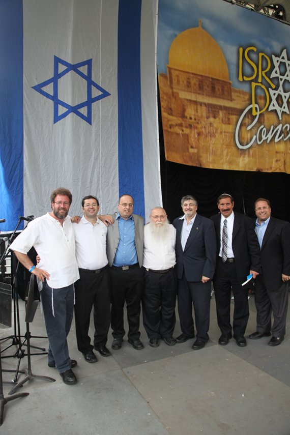 Left to right. Heshy R. Naftali Kandler, Assistant to Rabbi Drukman, Izzy Kleffer student of Rabbi Drukman, Rabbi Haim Drukman, Dr. Paul Brody chairman of the concert, and singer Shloime Dachs. Photo Courtesy of BarryBrownStudios.com