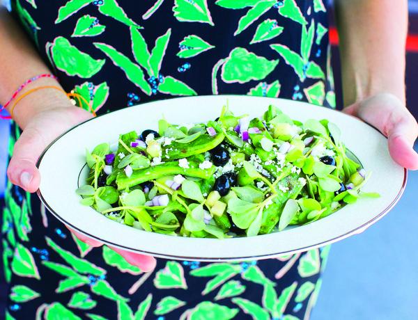 Ensalada de nopalitos con quelites (Fresh cactus salad with field greens)