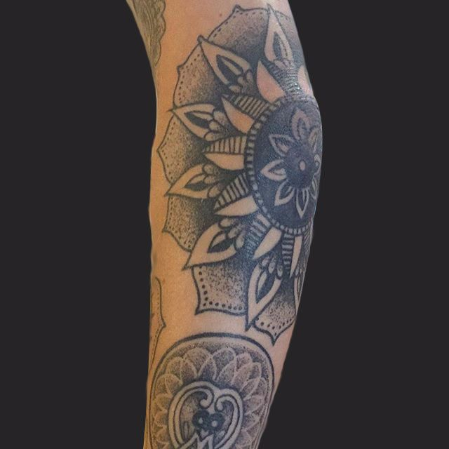 Geometric-Flower-Tattoo-cmp.jpg