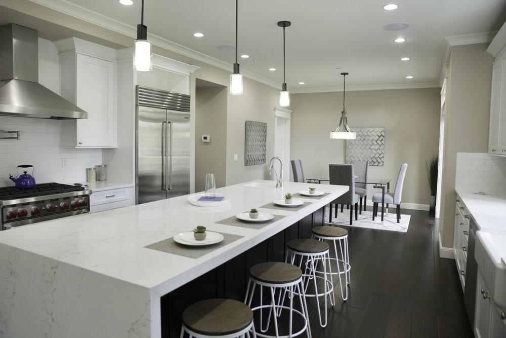 kitchen eatin2.jpg