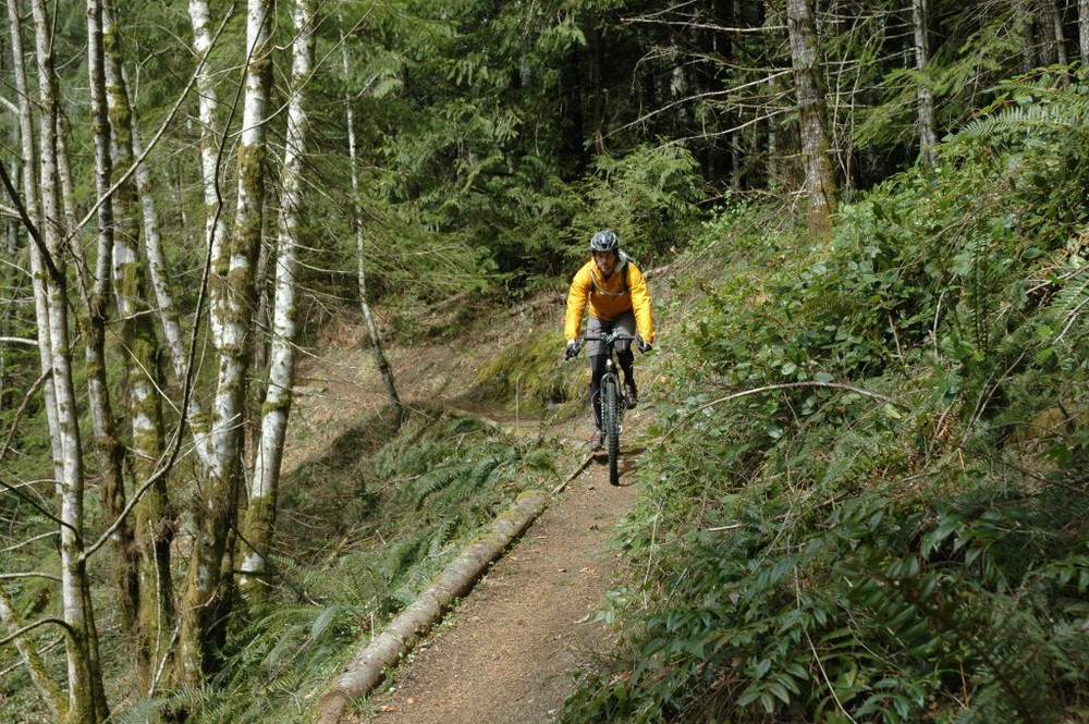 BIKE RENTALS,  Scenic coastal biking or a ride through a majestic forest? No need to choose between these two options, Campbell River offers an abundance of both.  With breathtaking scenery and physical exhilaration combined with natural wonders around every corner, biking is a great way to explore the beauty of Campbell River.  Full day (24 hrs) mountain bike rentals are available. Whether you're looking for light trail use or for a full suspension bike, all rentals include a helmet, backpack, spare tube and mini tool.  Weekly rentals & bike racks are available.