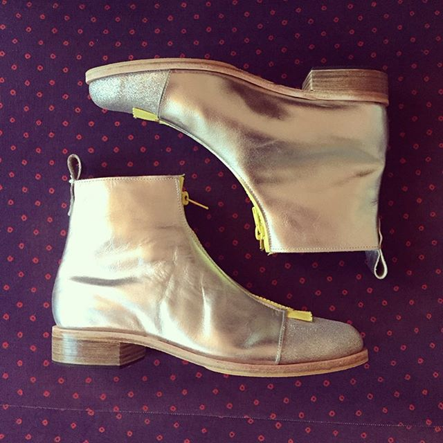 last call this week on these ⚡️silver zip boots⚡️ handmade by @bonnieandrus size 8 & still on sale