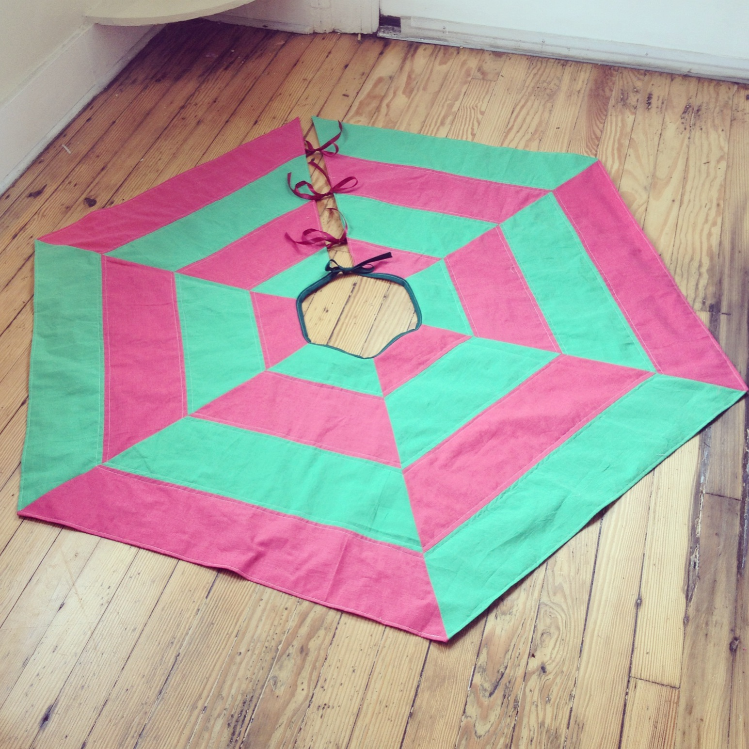 Quilted Tree Skirt- A great Beginner Project!