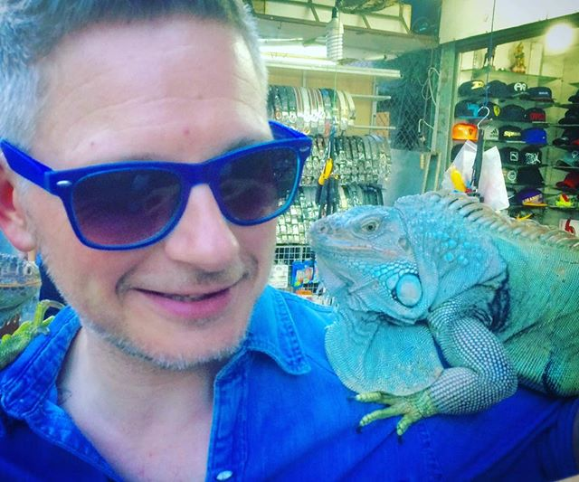 Meeting the real Bruce! #btchsbrw #lizardman #animal #liveshow #thailand #mascot #bothugly