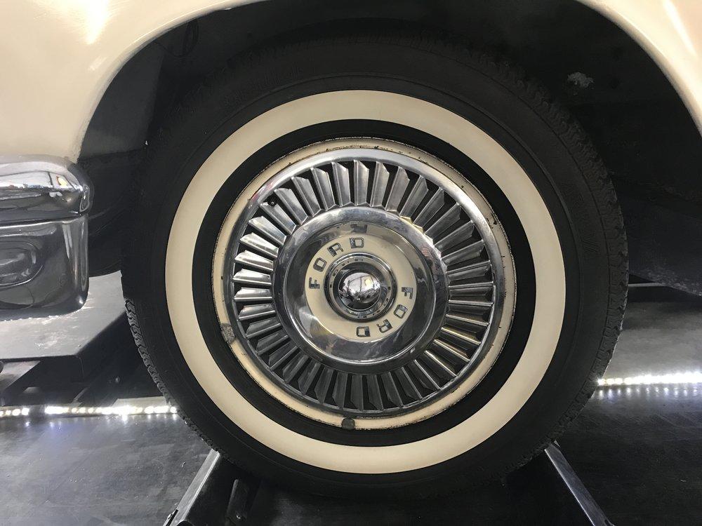1957 Ford Thunderbird (59).JPG