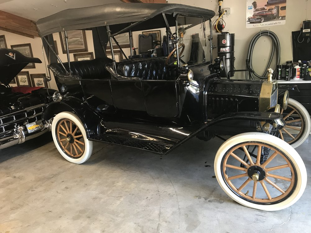 """1915 Ford Model T<div class=""""price"""">$19,500</div>"""