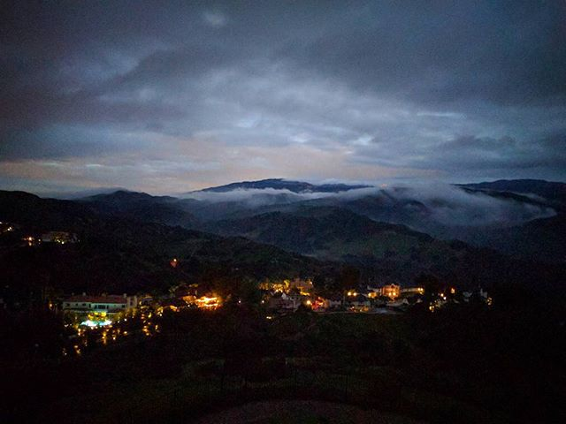 Erie fog over Anaheim Hills. #nofilter . . . . . #instagram #fog #erie #cold #rain #clouds #dusk #sunset #mountains #mountain #homes #lights #citylights #anaheim #california #nexus5x