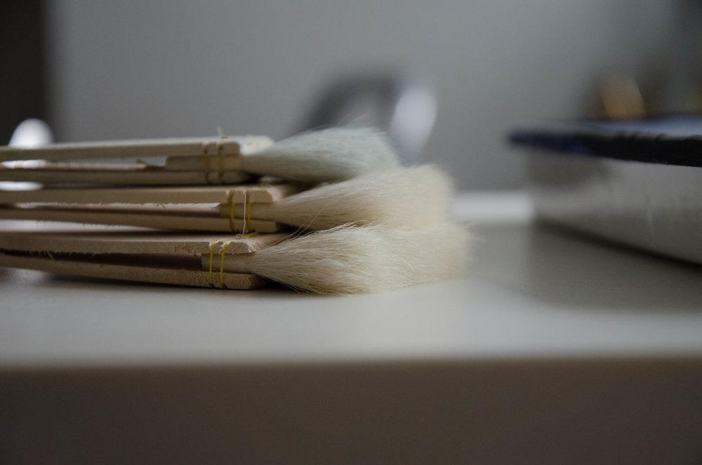 marysia-champ-art-studio-process-supplies-paint-brushes-canvas-varnishing-art