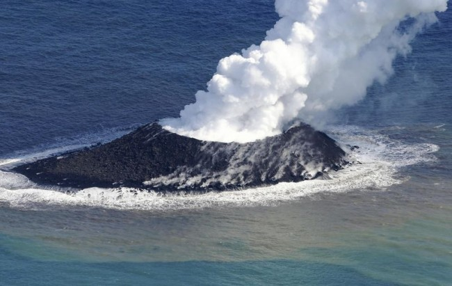 Volcanic-eruption-springs-new-island-off-coast-of-Japan-650x411.jpg