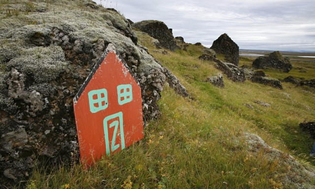 Iceland-elf-door-rock-hom-009