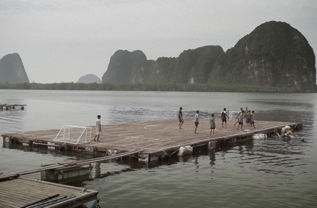 panyee_football_pontoon.jpg