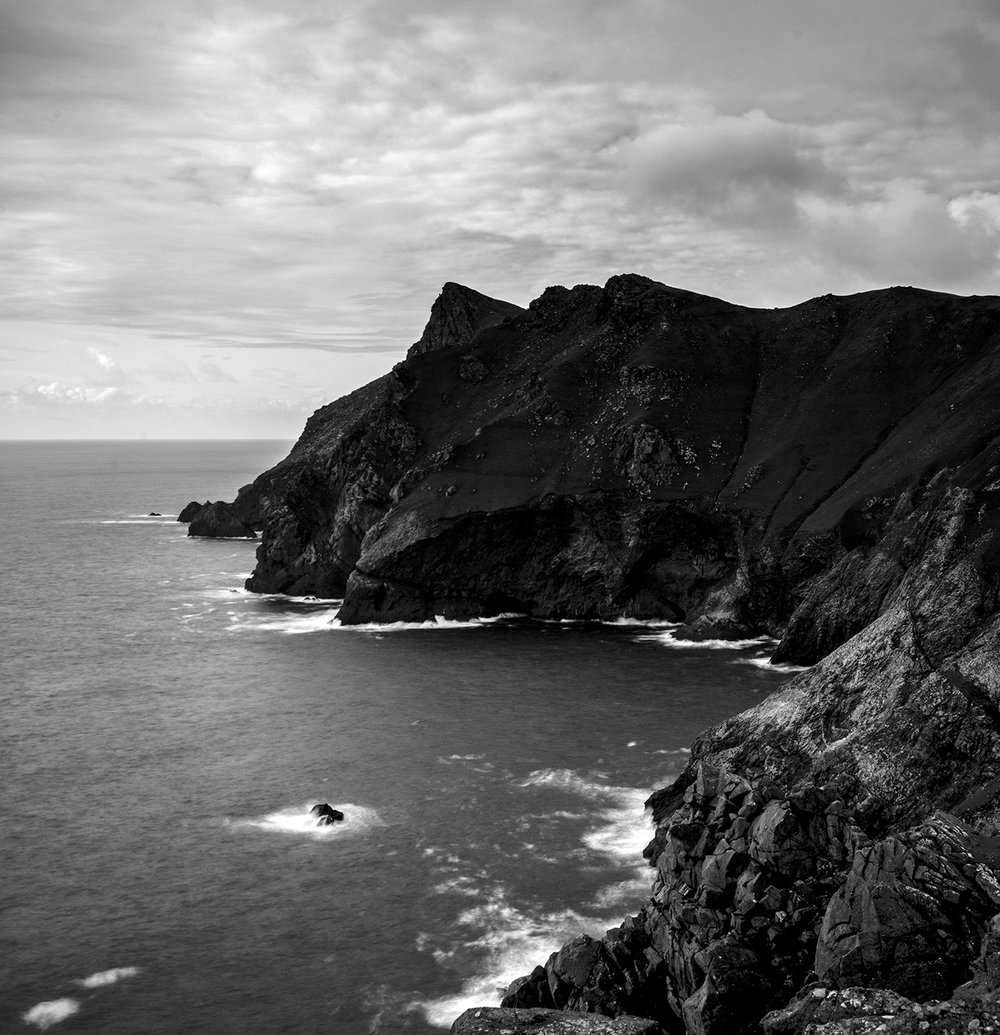 The precipitous cliffs of Mullach Bi, from Ruabhal, St. Kilda. Photo By Alex Boyd.