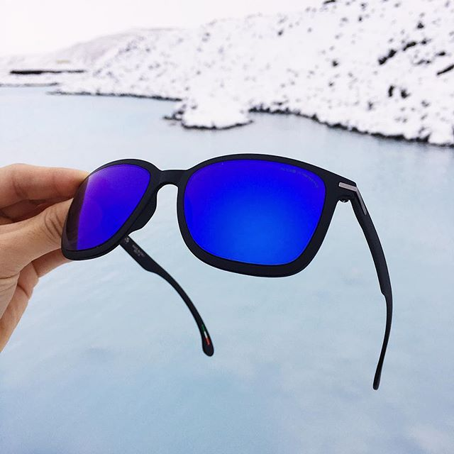 Protect your eyes this winter against the sun + bright sun-reflecting snow 😎 (Sunglasses: Mica Violet) #rockseyewear #getoutthere #weightless