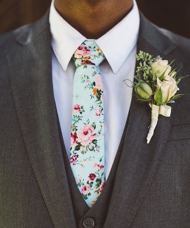 Love that the groom decided to wear a fun tie instead of a plain one!