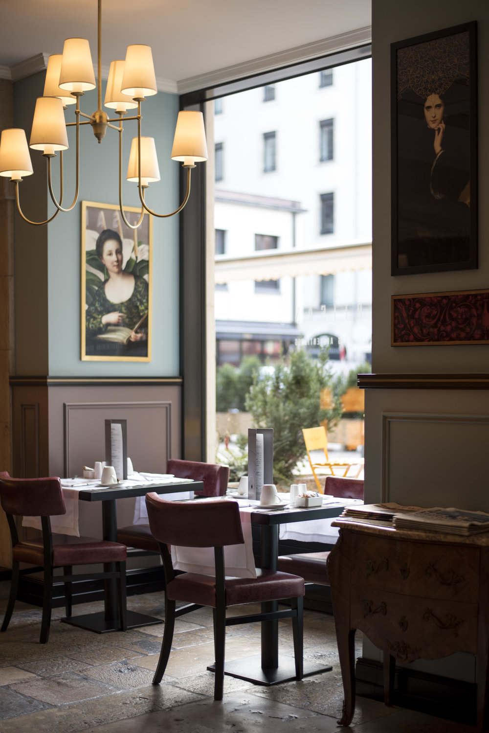 A peek inside the restaurant L'Artisan.