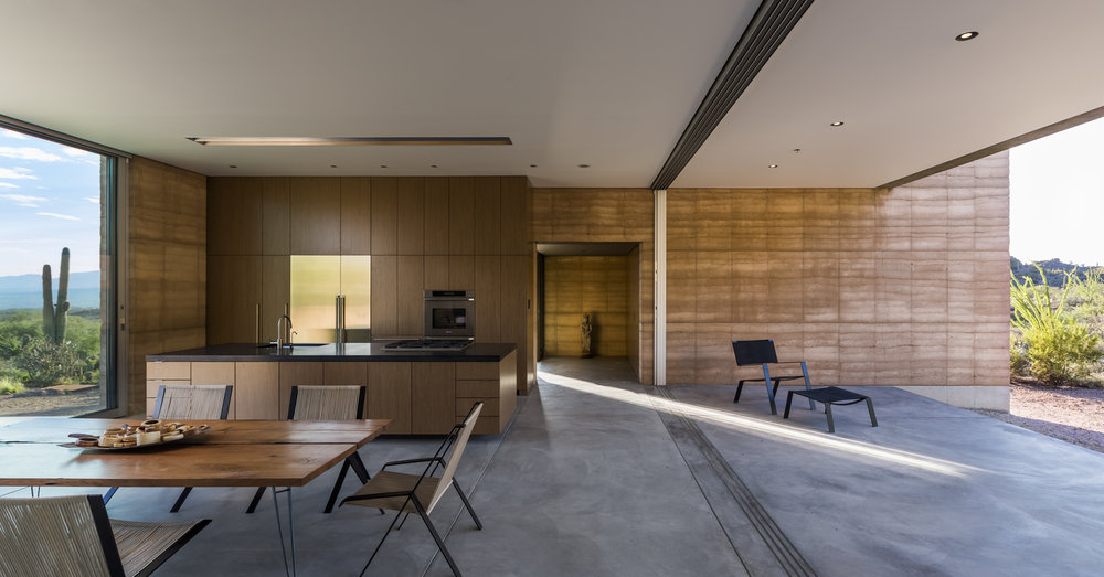 Minimalistic design in the home interior lets the scenery take center stage