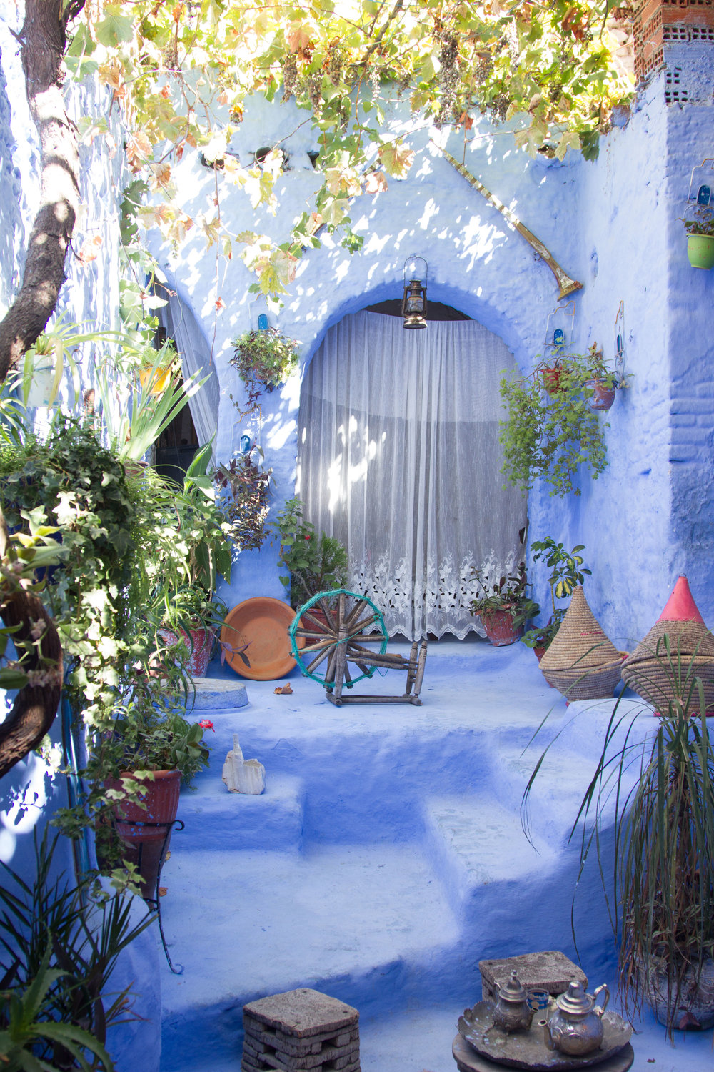 Peek inside a Chefchaouen home where tourists are welcomed in for a photo op