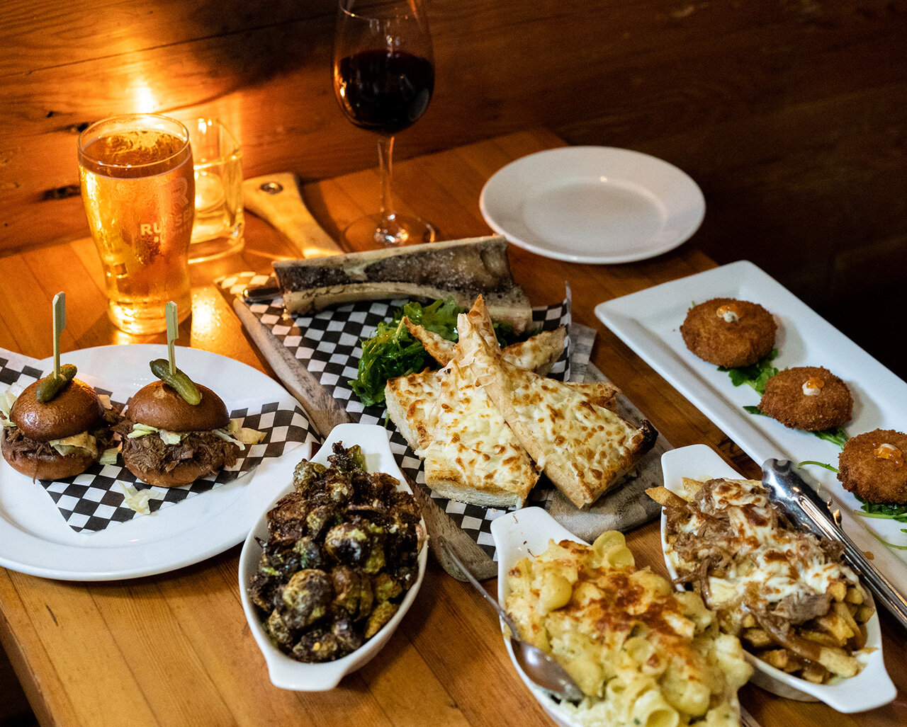 The Flying Pig Is The Best Place For Comfort Food In Gastown Pendulum Magazine
