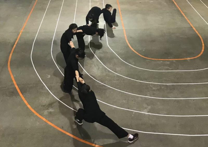 有關The Circuit這個跨國集體創作 - Moi曾經在2017年原創集體工作後告訴映竹,以他這個創作的概念而言,尤其在最初期的研究發展,映竹以及另一位駐倫敦南韓裔的舞者是最能夠抓到他要闡述的概念,以及最能夠給他創作回饋反應的舞蹈藝術者家。他也曾經在個人推薦函寫過:「映竹和我在2017年的8月,在倫敦一起共同創作一個現場的肢體藝術表演The Circuit,當時是一個密集的研究發展創作時期。映竹是一位溫暖大方的藝術家以及創作者,我非常感激他在這個創作的發展時期的臨在,貢獻以及參與。在這個過程中,映竹貢獻了他的才華與天賦,經驗與支持,對我,以及所有包含7位女性的集體創作者與肢體藝術家們。這對整體而言是一個非常值得紀念且創意的闡述與創作經驗。」有關The Circuit、Moi Tran、Prague Quadrennial的詳細介紹請看此網頁最下方。